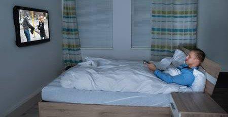 Ver Televisión en cama